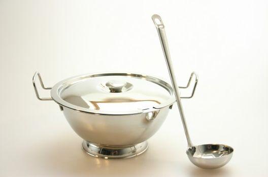 MAKRO - Nerezová mísa na polévku s naběračkou 1,9l